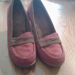 Red and brown wedges